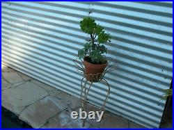 Daisy shaped metal wire plant stand, Vintage